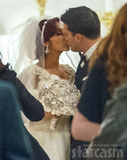 Snooki and Jionni wedding kiss photo