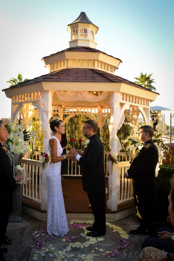 90 Day Fiance Cassia and Jason wedding photo Las Vegas