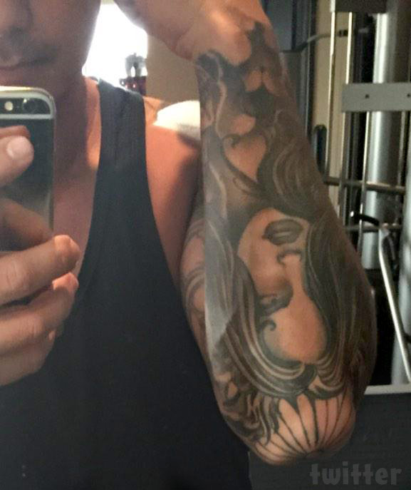 who is the s tattooed on pauly d s arm