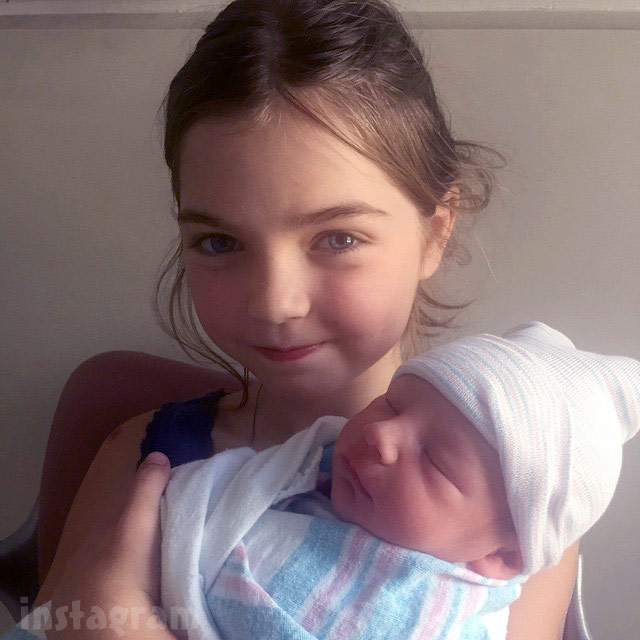 Mad Men actress who plays Megan Draper Jessica Pare gives birth to baby son Blues Anthony