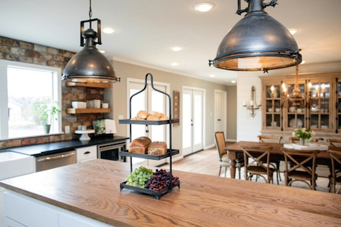 Do The People On Hgtv 39 S Fixer Upper Keep The Furnishings