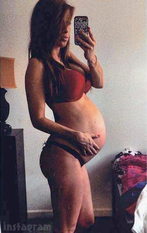 Pregnant Nikkole Paulun lingerie baby bump photo at 36 weeks