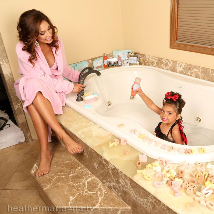 Farrah Abraham and Sophia in bath tub