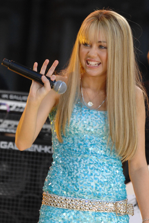 Miley cyrus says she developed body dysmorphia and anxiety - Prenom hannah ...