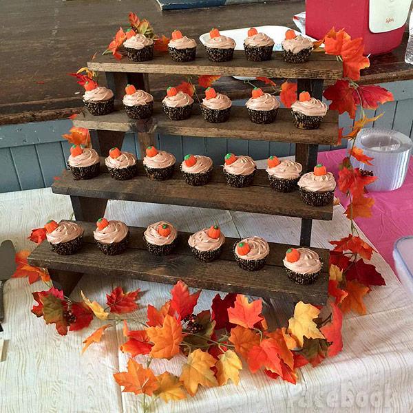 Corey and Miranda Simms baby shower cupcakes