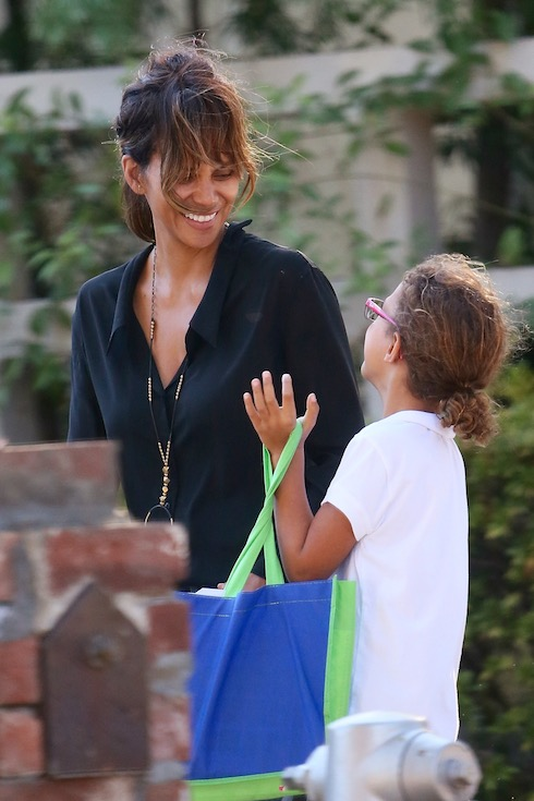 Halle Berry laughs as she shares a joke with daughter Nahla seen out and about in Beverly Hills Featuring: Halle Berry, Nahla Aubry Where: Los Angeles, California, United States When: 20 Oct 2015 Credit: WENN.com