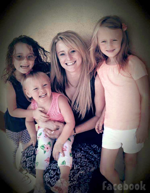 Leah Messer with her daughters 2015
