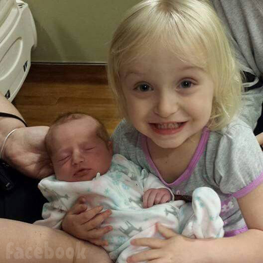 Honey Boo Boo's sister Chickadee Anna Cardwell_daughters Kylee and Kaitlyn together