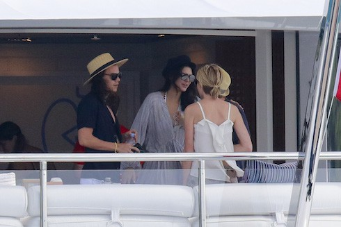 Harry Style and Kandall Jenner enjoy lunch with Ellen DeGenres and Portia aboard C2 mega yacht Ref: SPL1202020 010116 Picture by: Splash News Splash News and Pictures Los Angeles:310-821-2666 New York: 212-619-2666 London: 870-934-2666 photodesk@splashnews.com