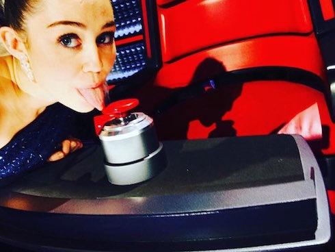 MIley Cyrus The Voice Season 10