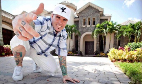 What do Vanilla Ice's knuckle tattoos say 2