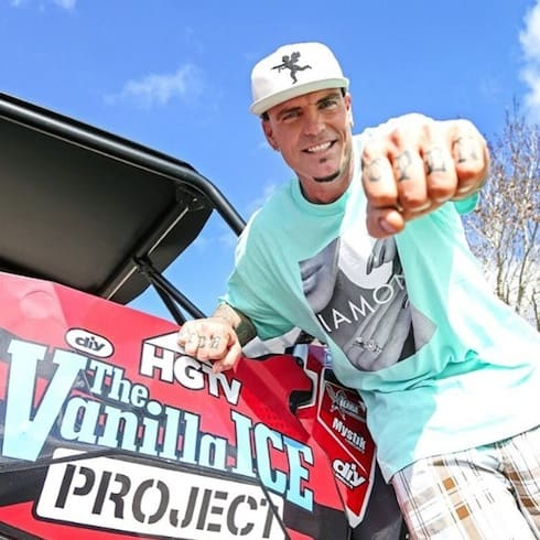 What do Vanilla Ice's knuckle tattoos say 3