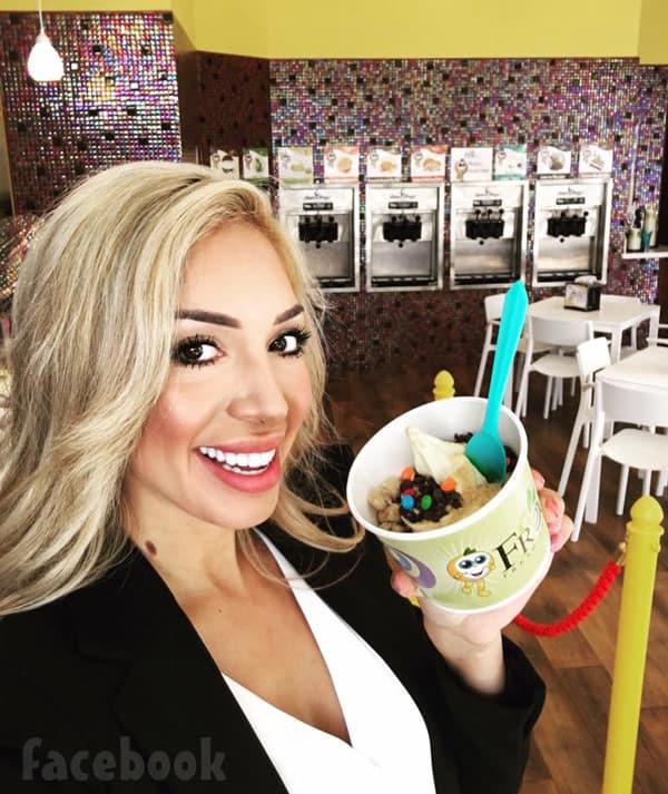 Farrah Abraham blonde Froco frozen yogurt
