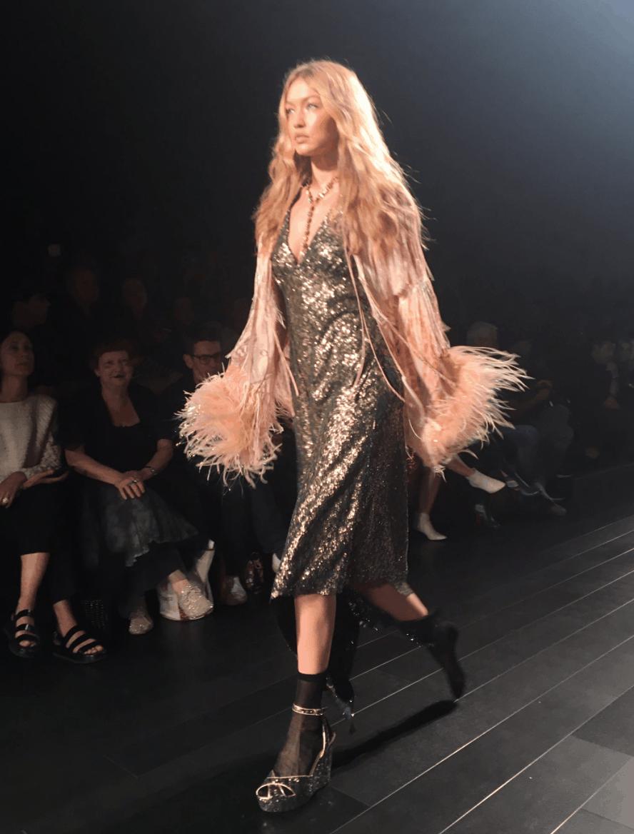 Gigi Hadid's shoe fell off during fashion show