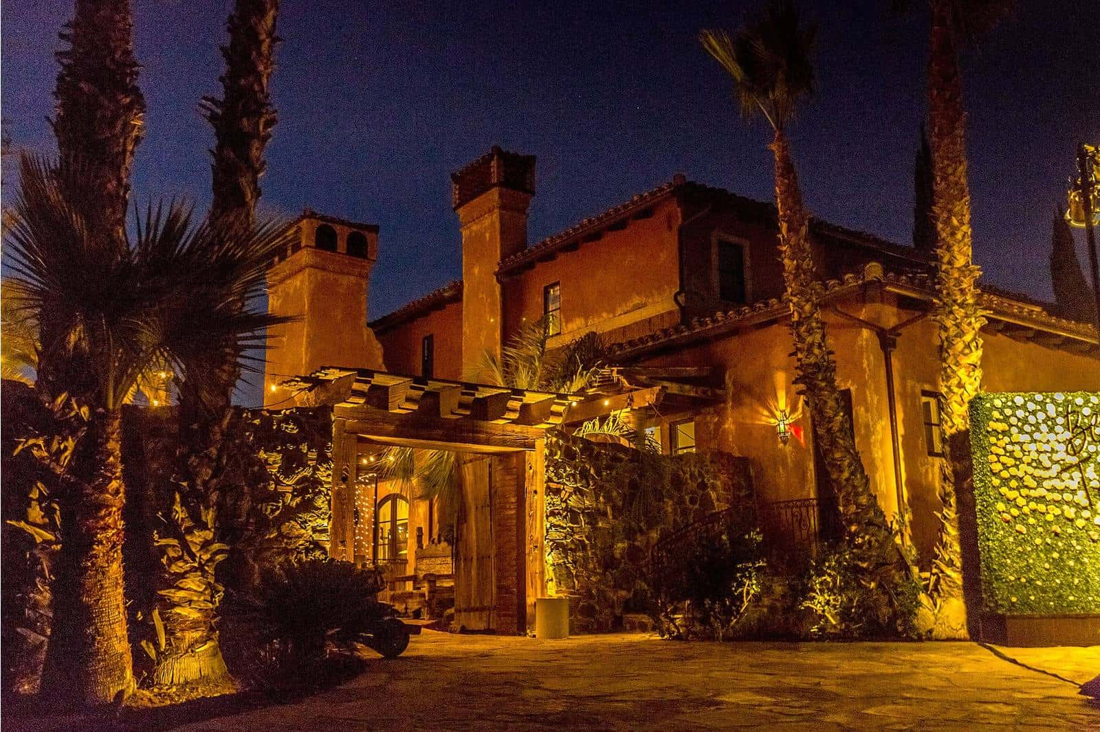 Who Owns The Bachelor Mansion Can You Rent It Villa De