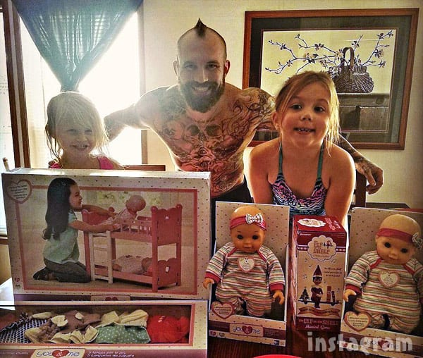 Adam Lind with daughters Paislee and Aubree