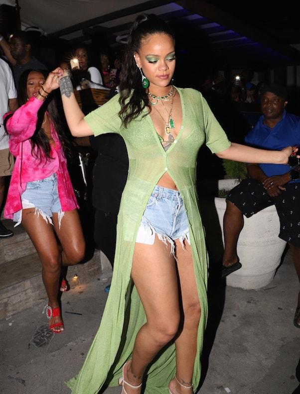 Rihanna getting pregnant 1